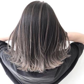 ミディアム アッシュグレー グラデーションカラー シルバーアッシュ ヘアスタイルや髪型の写真・画像