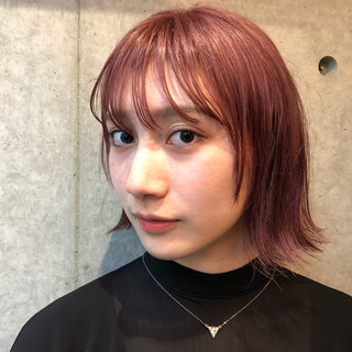 ピンク ボブ 外ハネ ストリート ヘアスタイルや髪型の写真・画像