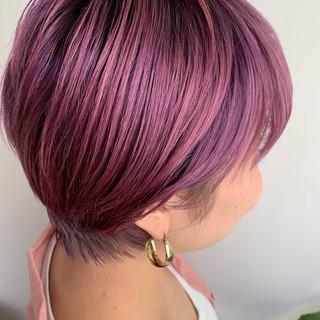 カシスカラー ショート フェミニン ベリーピンク ヘアスタイルや髪型の写真・画像