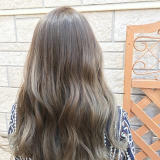 外国人風カラー ナチュラル 外ハネ グレージュ ヘアスタイルや髪型の写真・画像