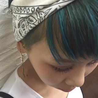 グリーン 外国人風 ブルー ショート ヘアスタイルや髪型の写真・画像 ヘアスタイルや髪型の写真・画像