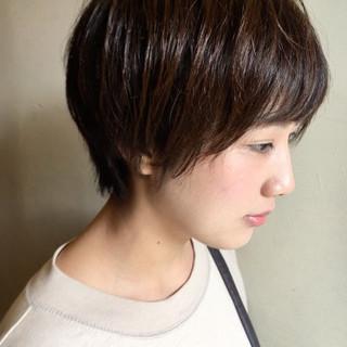 パーマ ショート ナチュラル 3Dハイライト ヘアスタイルや髪型の写真・画像