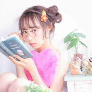 シースルーバング ガーリー ヘアアレンジ お団子 ヘアスタイルや髪型の写真・画像