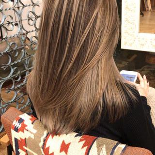 コントラストハイライト ナチュラル セミロング アンニュイほつれヘア ヘアスタイルや髪型の写真・画像 ヘアスタイルや髪型の写真・画像