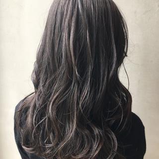 くせ毛風 ナチュラル グラデーションカラー アッシュ ヘアスタイルや髪型の写真・画像