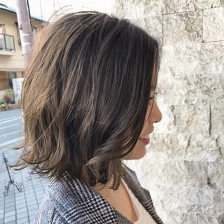 色気 ショート ボブ グレージュ ヘアスタイルや髪型の写真・画像 ヘアスタイルや髪型の写真・画像
