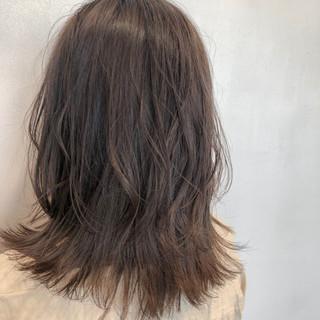 ミルクティーベージュ デート パーティー セミロング ヘアスタイルや髪型の写真・画像