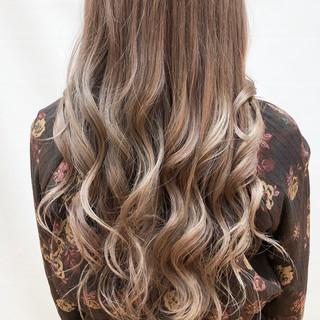 360度どこからみても綺麗なロングヘア ロング ベージュ 大人ロング ヘアスタイルや髪型の写真・画像