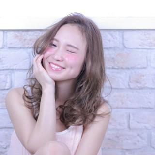 セミロング 大人かわいい 外国人風 ガーリー ヘアスタイルや髪型の写真・画像