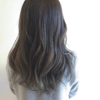 ハイライト アッシュグレー グレージュ 透明感 ヘアスタイルや髪型の写真・画像