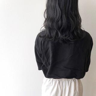 グレー 波巻き 波ウェーブ ナチュラル ヘアスタイルや髪型の写真・画像