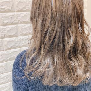 ベージュ グレージュ 外国人風カラー フェミニン ヘアスタイルや髪型の写真・画像 ヘアスタイルや髪型の写真・画像