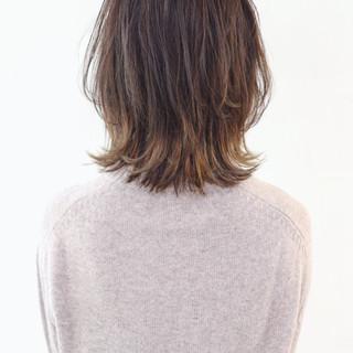 インナーカラー バレイヤージュ グラデーションカラー ウルフカット ヘアスタイルや髪型の写真・画像
