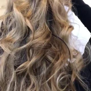ブロンドカラー バレイヤージュ ロング ブリーチオンカラー ヘアスタイルや髪型の写真・画像