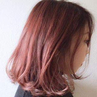 レッド ピンク ラズベリーピンク ボブ ヘアスタイルや髪型の写真・画像