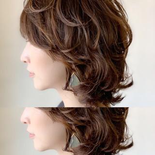 ミディアム デート 小顔ヘア パーマ ヘアスタイルや髪型の写真・画像