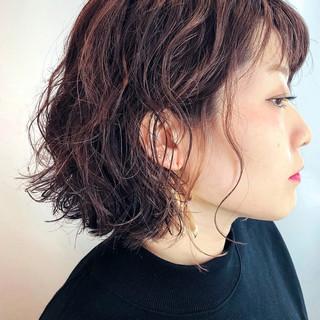 パーマ フェミニン 透明感カラー ハイライト ヘアスタイルや髪型の写真・画像