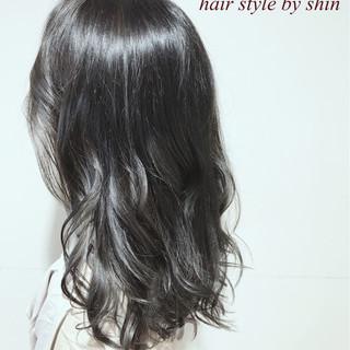リラックス アンニュイ ウェーブ ロング ヘアスタイルや髪型の写真・画像