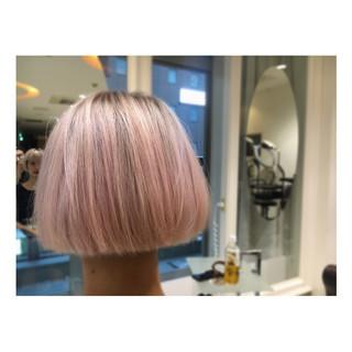 ピンク ベージュ 冬 ストリート ヘアスタイルや髪型の写真・画像