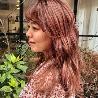 オレンジベージュ ロング 大人かわいい アプリコットオレンジ ヘアスタイルや髪型の写真・画像