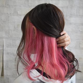 ピンク ピンクカラー ミディアム インナーカラーパープル ヘアスタイルや髪型の写真・画像