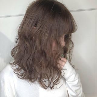 ミディアム グレージュ 透明感カラー ベージュ ヘアスタイルや髪型の写真・画像