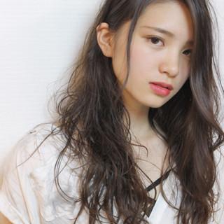 ロング 外国人風 パーマ 大人かわいい ヘアスタイルや髪型の写真・画像
