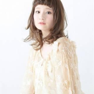 セミロング ナチュラル 丸顔 卵型 ヘアスタイルや髪型の写真・画像 ヘアスタイルや髪型の写真・画像