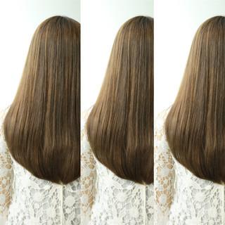 ロング ハイライト アッシュ アッシュグレージュ ヘアスタイルや髪型の写真・画像