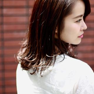 透け感ヘア フェミニン セミロング セミウェット ヘアスタイルや髪型の写真・画像
