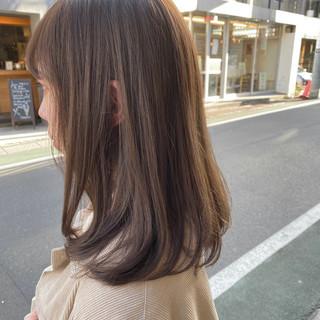 ミルクティーベージュ セミロング グレージュ ミルクティーグレージュ ヘアスタイルや髪型の写真・画像