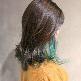 ミディアムレイヤー ミディアム インナーブルー デート ヘアスタイルや髪型の写真・画像