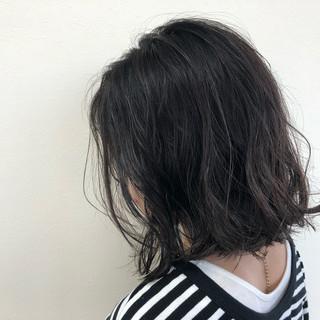 ミディアム ナチュラル ダークアッシュ 暗髪 ヘアスタイルや髪型の写真・画像