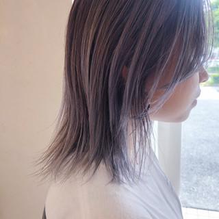 ハイトーン ミディアム ウルフカット ラベンダーアッシュ ヘアスタイルや髪型の写真・画像