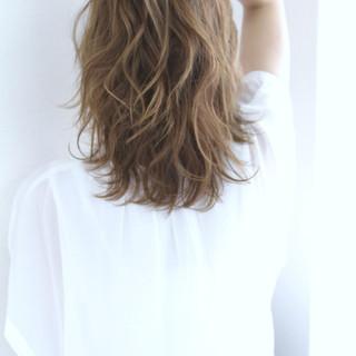 ストリート 外ハネ 外国人風 グラデーションカラー ヘアスタイルや髪型の写真・画像