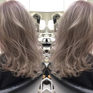 アッシュ ホワイト ブリーチ ラベンダー ヘアスタイルや髪型の写真・画像