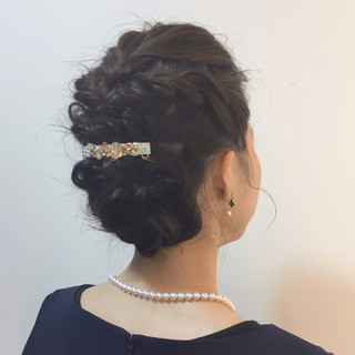 ツイスト 結婚式 パーティ 波ウェーブ ヘアスタイルや髪型の写真・画像