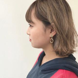 外ハネ 外国人風カラー ショート アッシュ ヘアスタイルや髪型の写真・画像