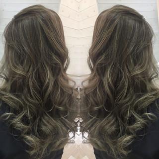グラデーションカラー ナチュラル 暗髪 外国人風 ヘアスタイルや髪型の写真・画像 ヘアスタイルや髪型の写真・画像