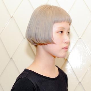 ブリーチ 外国人風 ショート 切りっぱなし ヘアスタイルや髪型の写真・画像