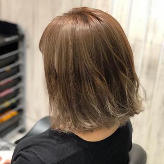 ミルクティーベージュ ボブ バレイヤージュ ナチュラル ヘアスタイルや髪型の写真・画像