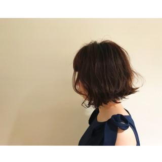 切りっぱなし 前下がり ナチュラル ショート ヘアスタイルや髪型の写真・画像