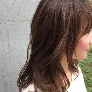 大人かわいい ミディアム グレージュ くせ毛風 ヘアスタイルや髪型の写真・画像