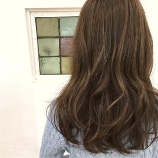 ハイライト アッシュ セミロング ゆるふわ ヘアスタイルや髪型の写真・画像