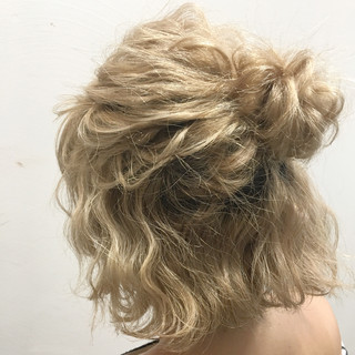 ショート ヘアアレンジ ハイライト 波ウェーブ ヘアスタイルや髪型の写真・画像 ヘアスタイルや髪型の写真・画像