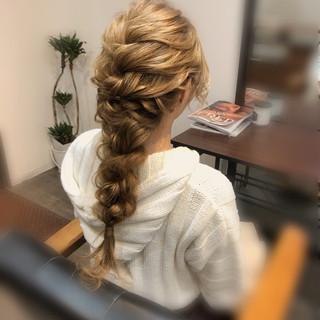 ロング ヘアセット フェミニン ヘアアレンジ ヘアスタイルや髪型の写真・画像