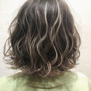 ハイライト グレージュ ボブ ナチュラル ヘアスタイルや髪型の写真・画像
