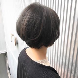 前髪 グレージュ ミルクティーグレージュ ショート ヘアスタイルや髪型の写真・画像