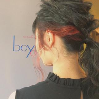 インナーカラー ミディアム 暗髪 ストリート ヘアスタイルや髪型の写真・画像