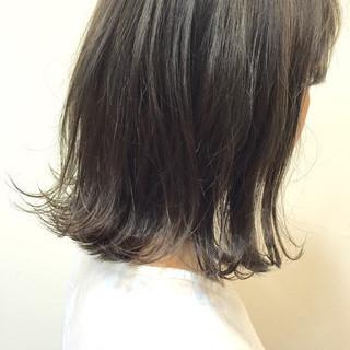 外ハネ シースルーバング グレージュ ガーリー ヘアスタイルや髪型の写真・画像